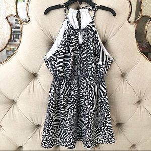 GUESS Black & White Printed Top